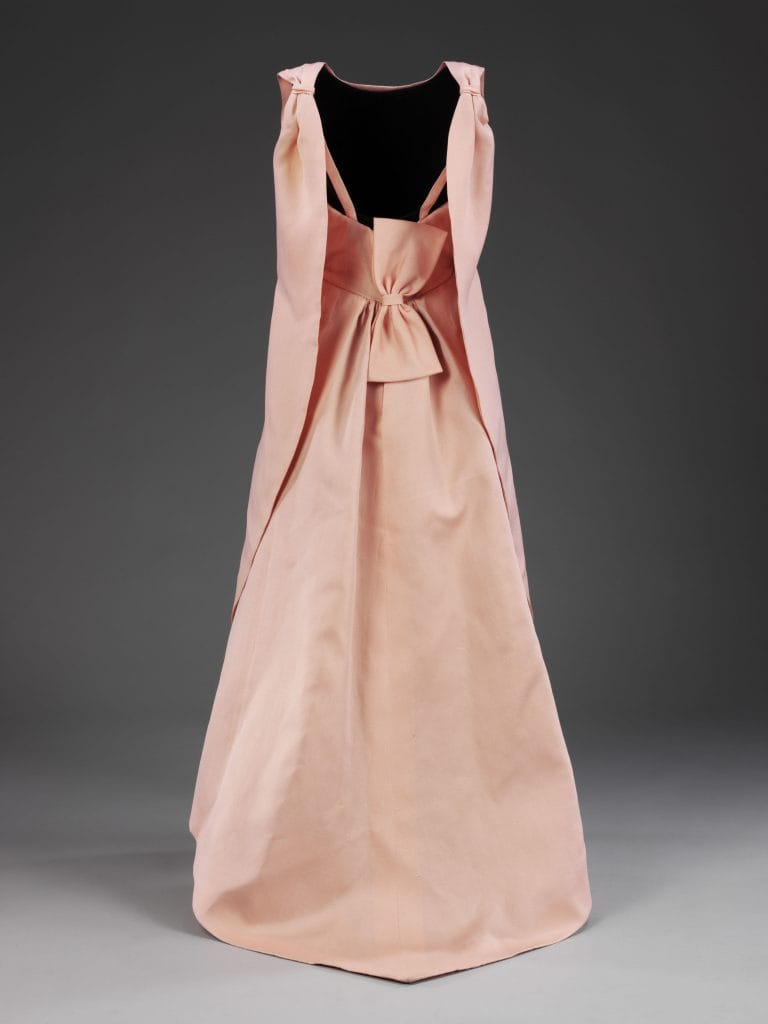 La_Tulipe_evening_dress_gazar_Balenciaga_for_EISA_Spain_1965__Victoria_and_Albert_Museum_London.