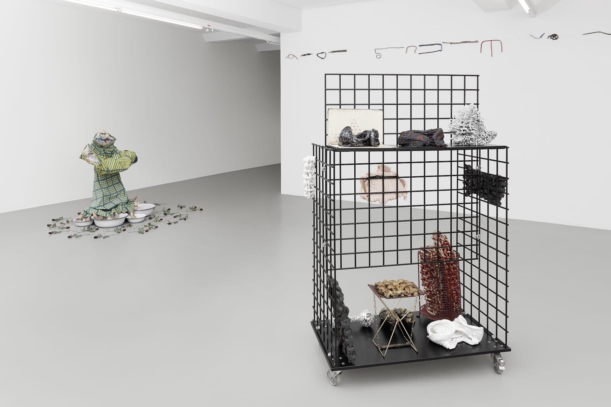 Ausstellungsansicht FURTHER THOUGHTS ON EARTHY MATERIALS GAK Gesellschaft für Aktuelle Kunst Foto: Tobias Hübel
