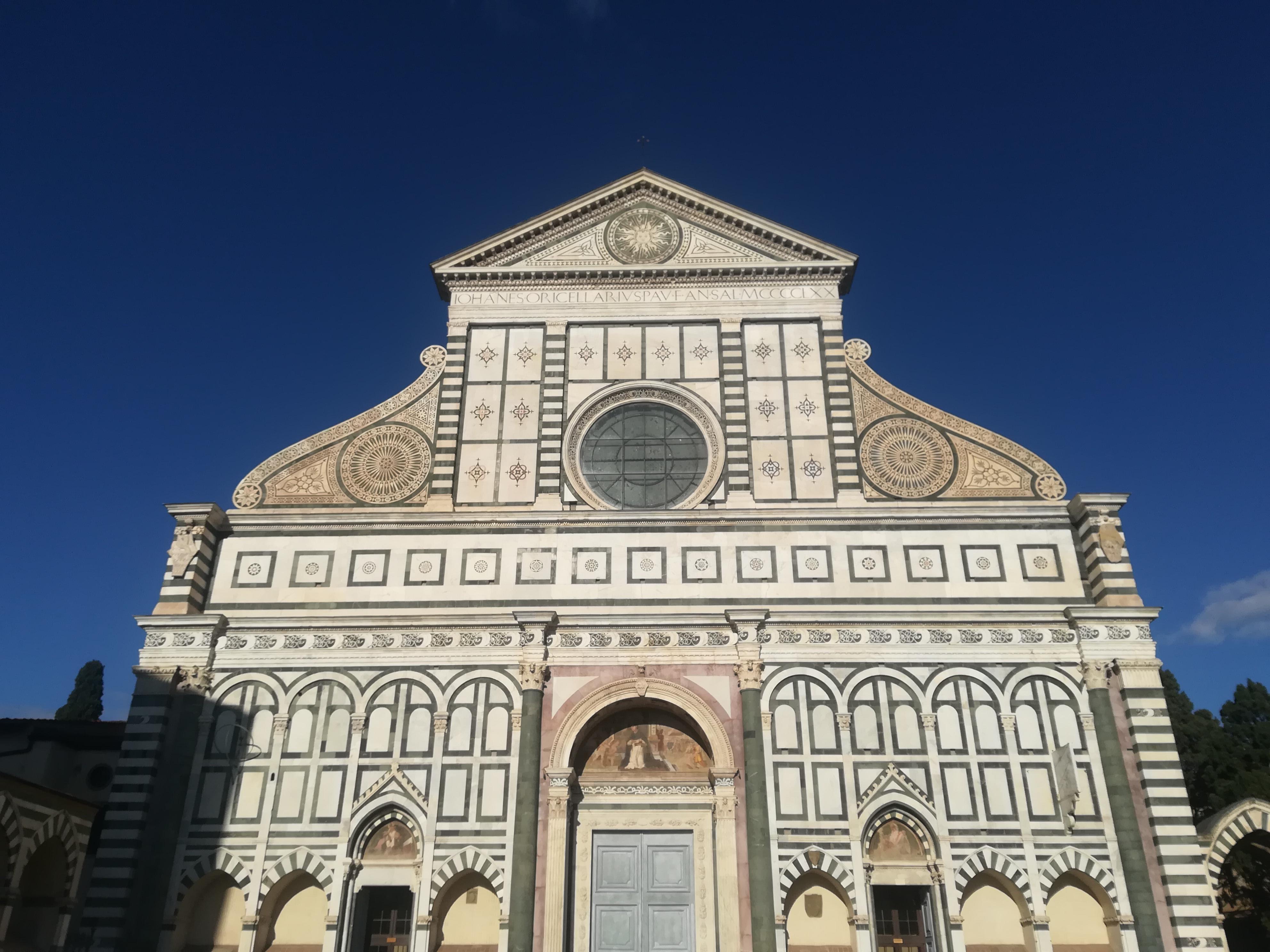Facciata di una chiesa molto importante a Firenze