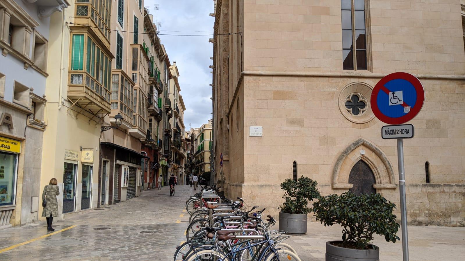 Una via del centro storico di Palma di Maiorca.