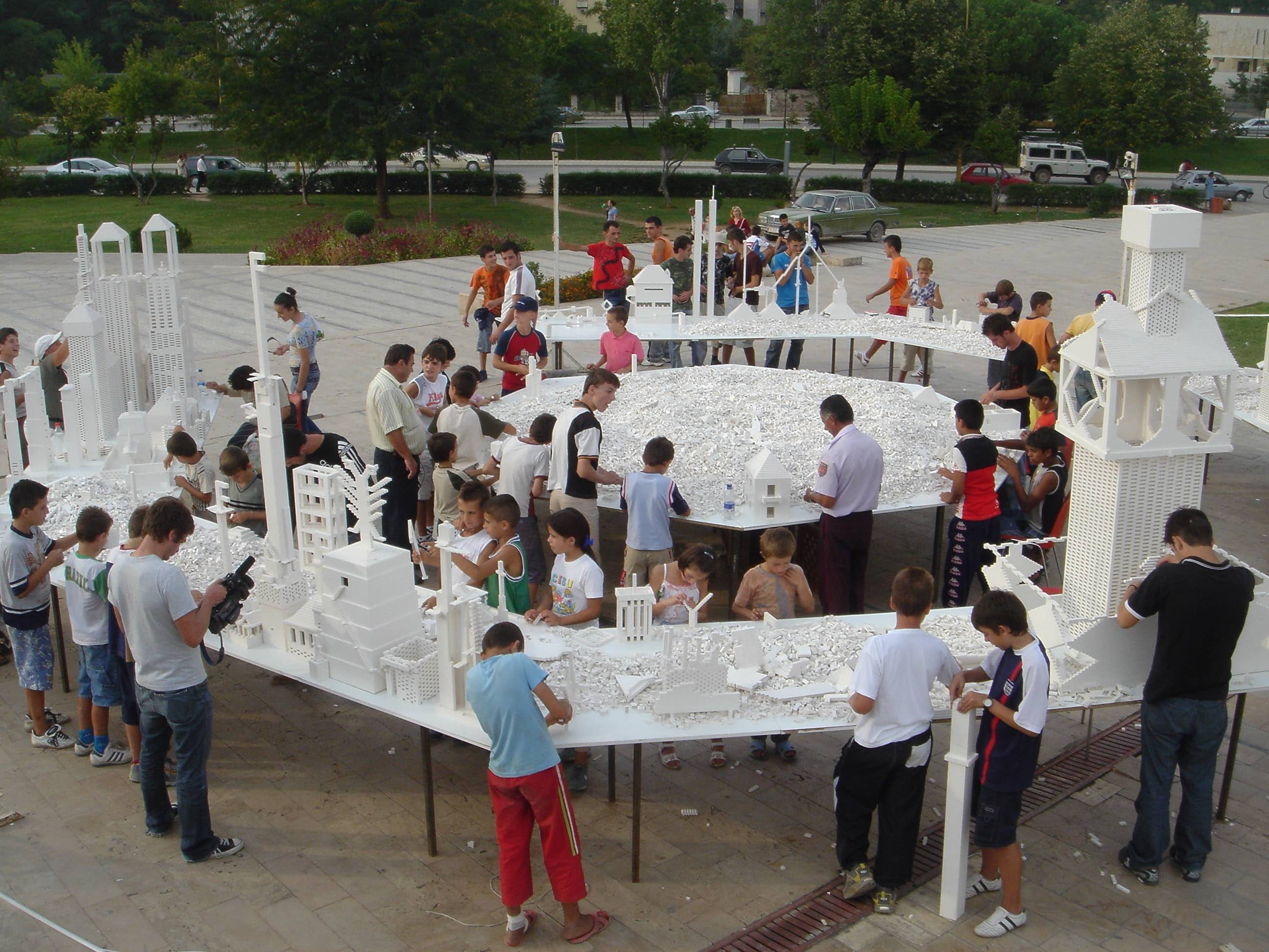 Olafur Eliasson The collectivity project, 2005 White LEGO bricks, wood 3rd Tirana Biennale, Albania, 2005 Photo: Olafur Eliasson Courtesy of the artist; neugerriemschneider, Berlin; Tanya Bonakdar Gallery, New York / Los Angeles © 2005 Olafur Eliasson